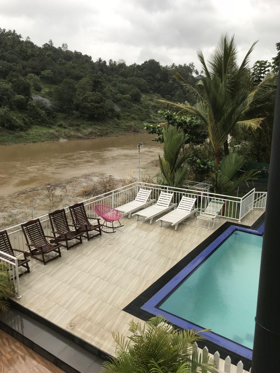 Hotel direkt am Flussbett in Kandy