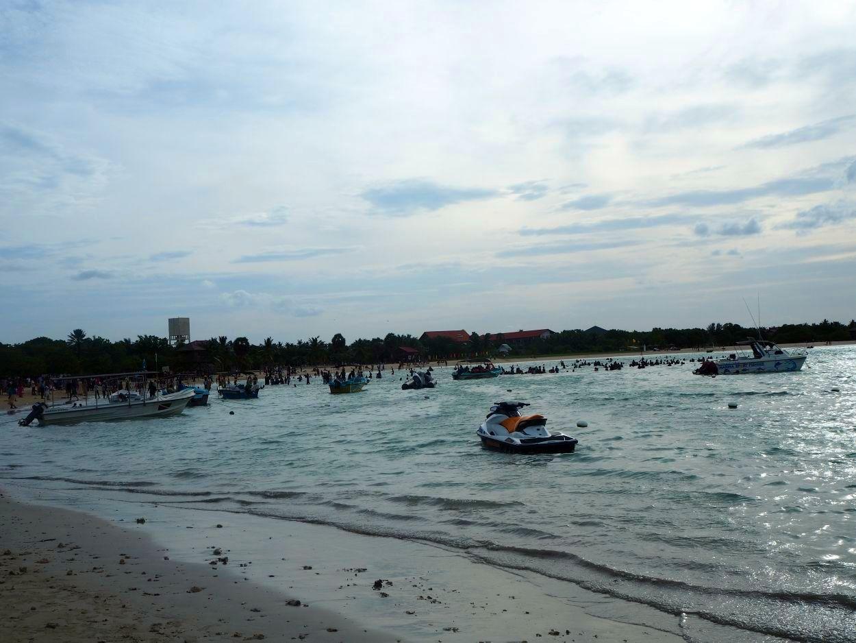 Viele Boote im Wasser unterwegs