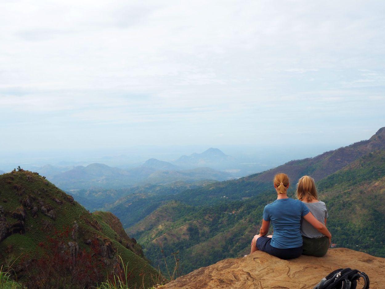 Die Aussicht vom Little Adam's Peak geniessen.