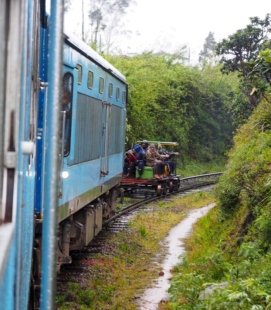 Anhänger am Zug in Sri Lanka