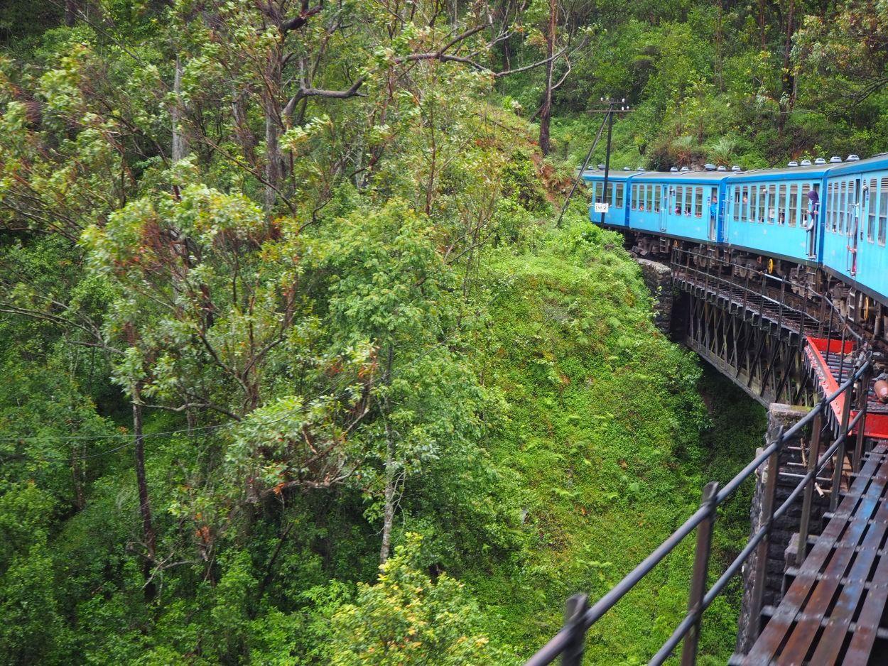 Zugfahrt über Brücke