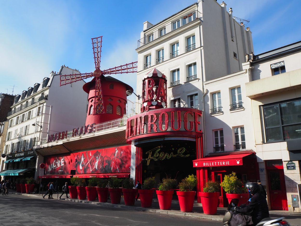 Die berühmte Moulin Rouge.