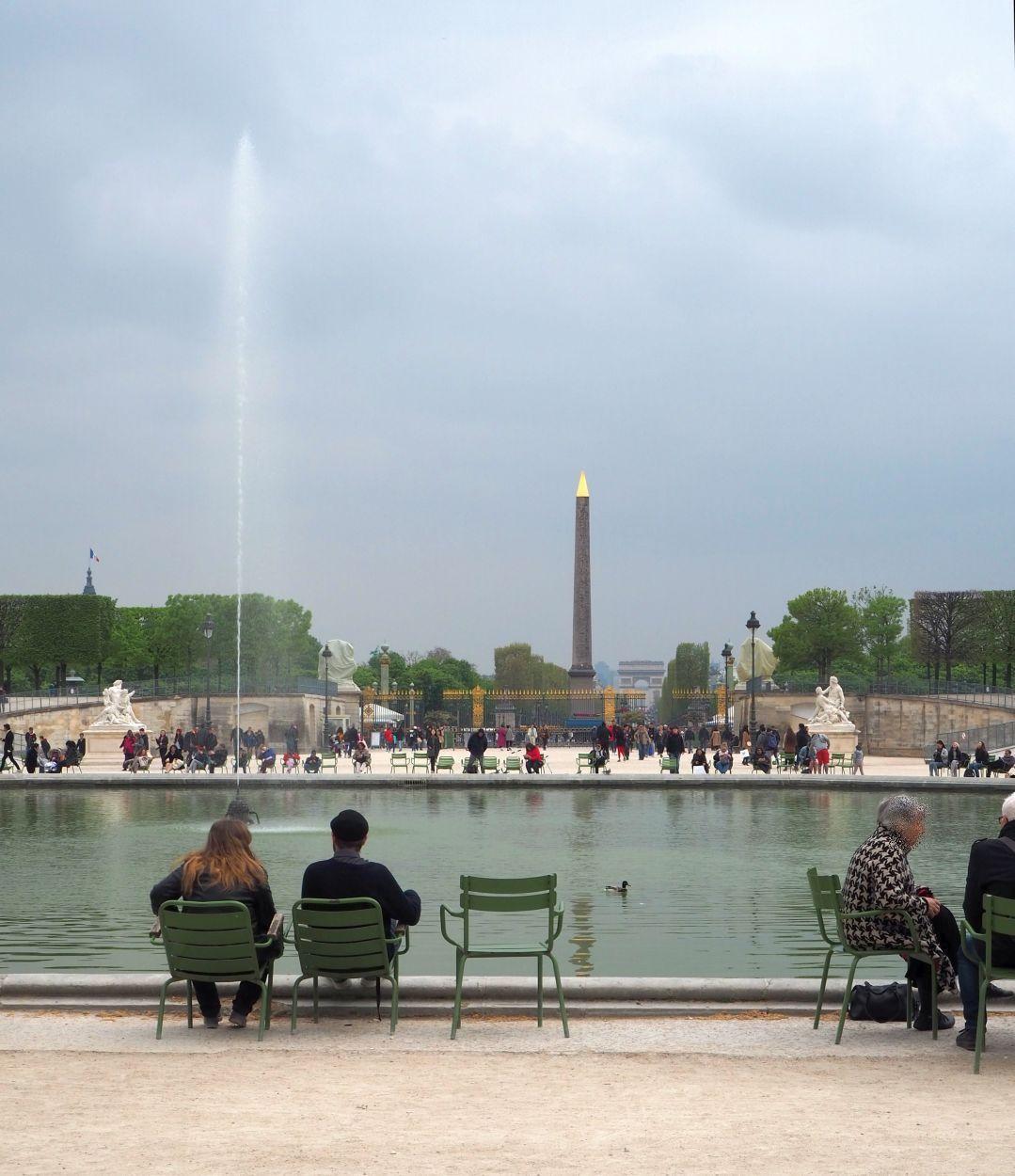 Jardin des Tuileries mit Blick auf Luxor Obelisk