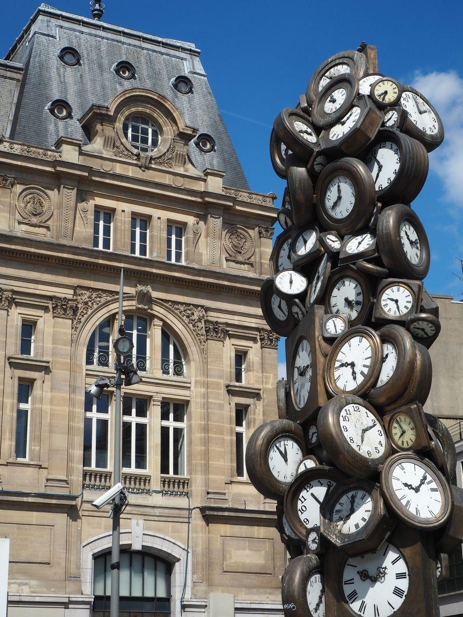Uhrenskulptur am Gare St. Lazare
