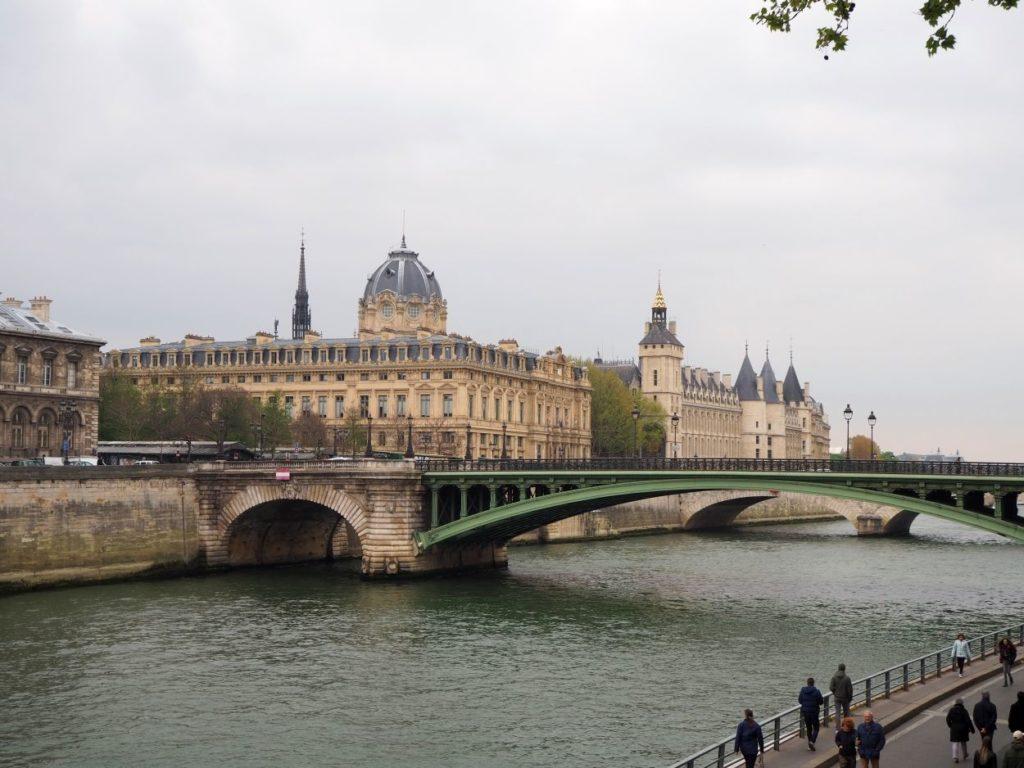 Spaziergang an der Seine entlang