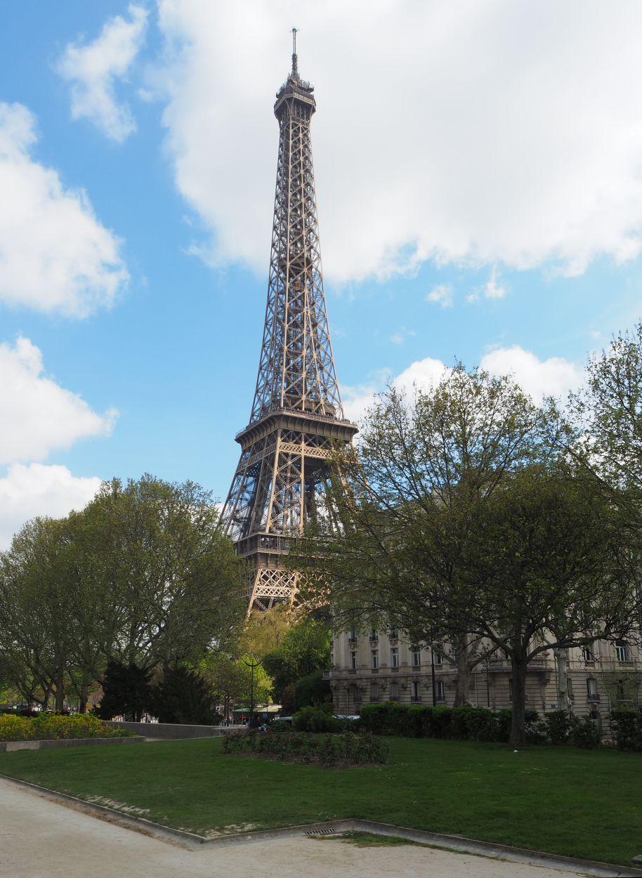 Schon von weitem sichtbar: der Eiffelturm.