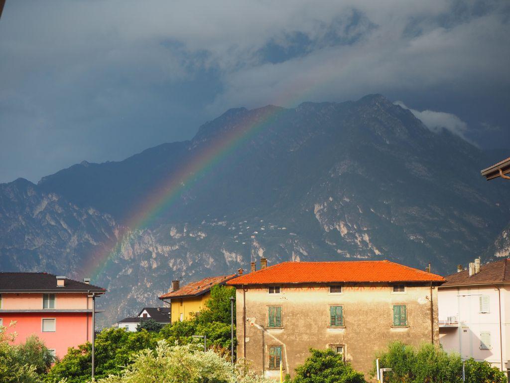 Nach dem Regen folgt der Regenbogen