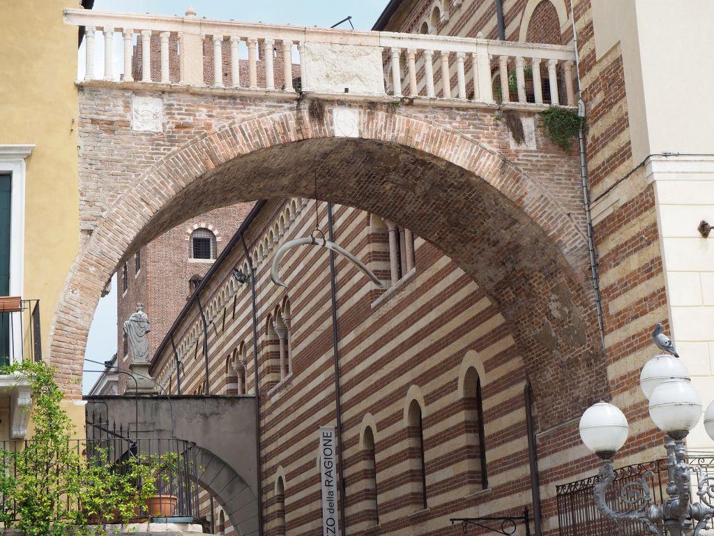 Arco della Costa in Verona