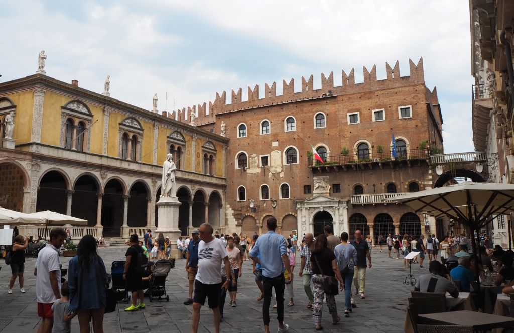 Der Palazzo del Podestà auf dem Piazza dei Signori
