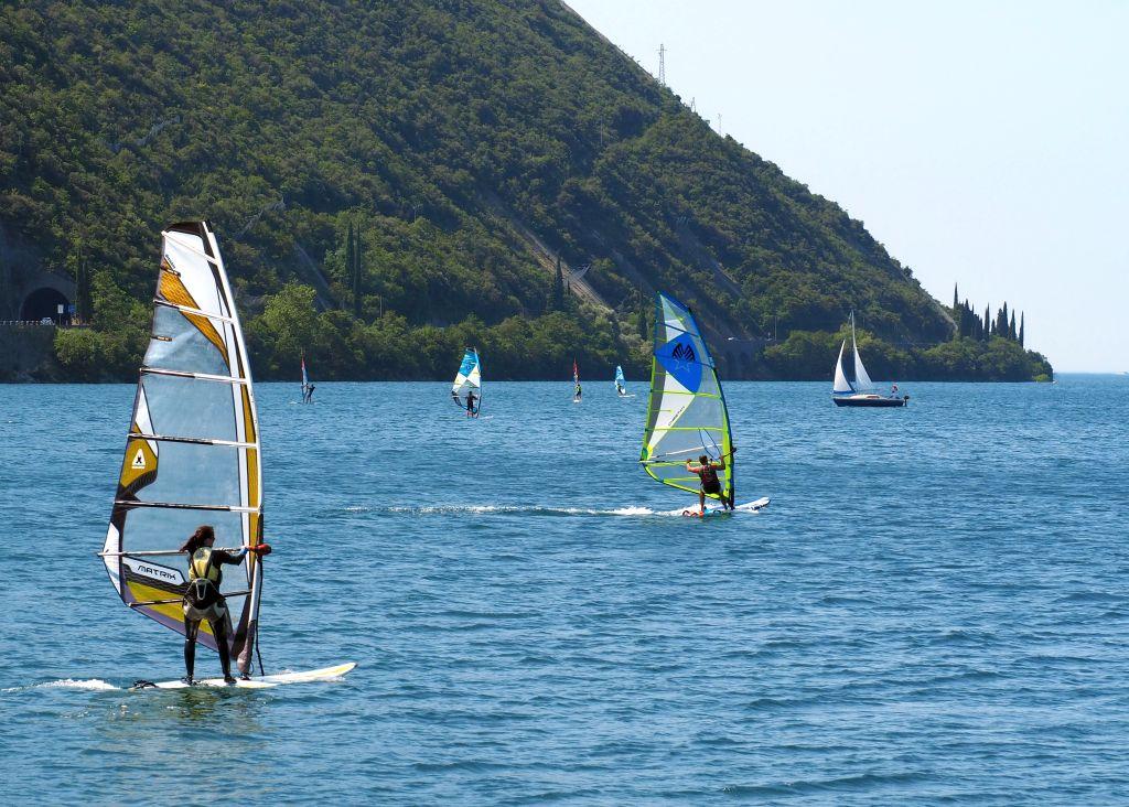 Wassersportler am Gardasee