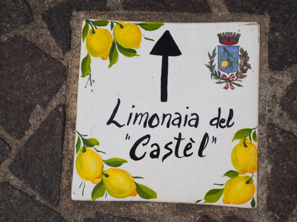 Wegweiser zum Limonaia del Castel