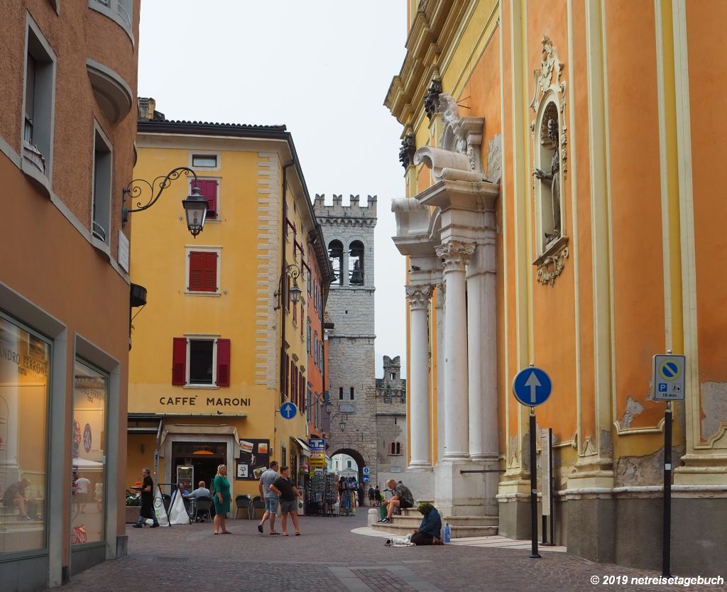 Pfarrkirche mit Porta San Michele in Riva