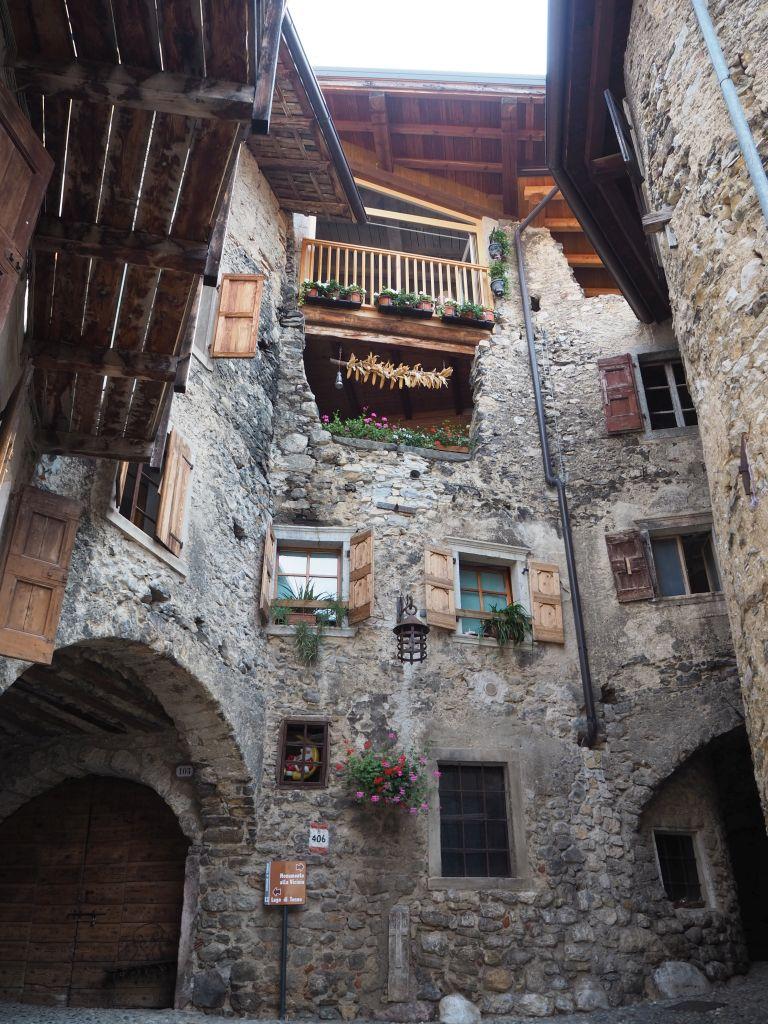 Mittelalterliches Bergdorf am Tennosee