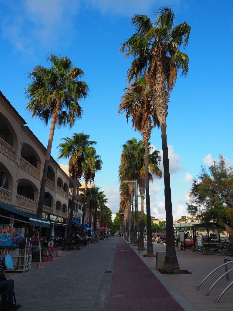 Die Strandpromenade von Colonia de Sant Jordi