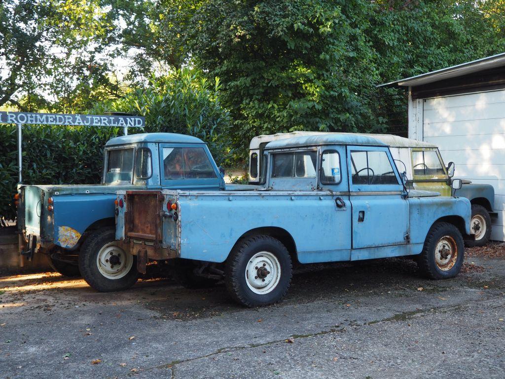 Eine Sammlung von alten Autos