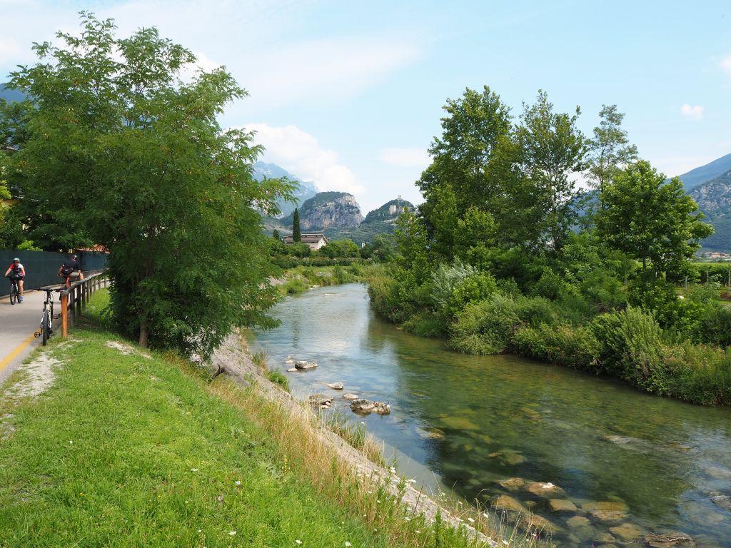 Sarca am Gardasee: Entspannter Fahrradausflug am Fluss Sarca entlang
