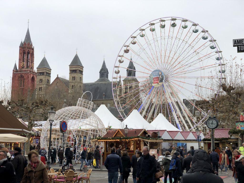 Weihnachtsmarkt auf dem Vrijthofin Maastricht