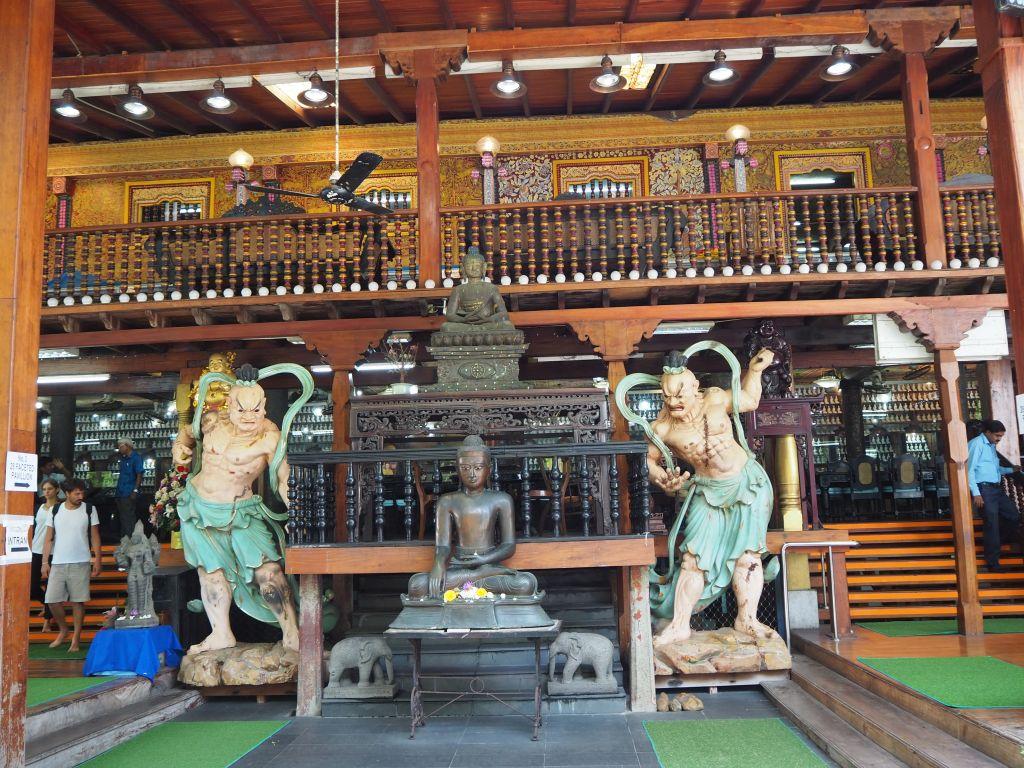 Der Eingangsbereich vom Gangamaraya Tempel