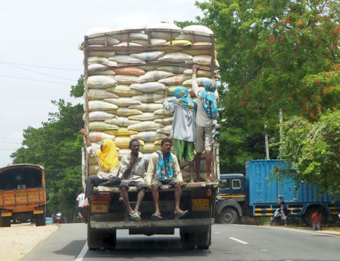 Waghalsiger Verkehr in Sri Lanka