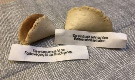 Glückskeks-Botschaften beim Abendessen