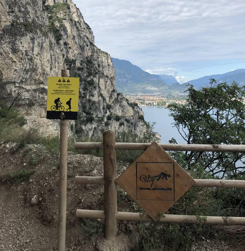Fahrrad-Hinweis-Schild am Gardasee