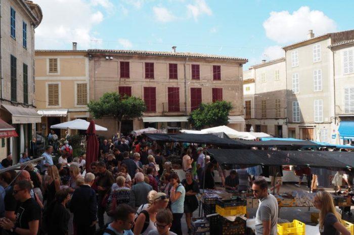 Wochenmarkt im Mittelalterdorf Sineu auf Mallorca