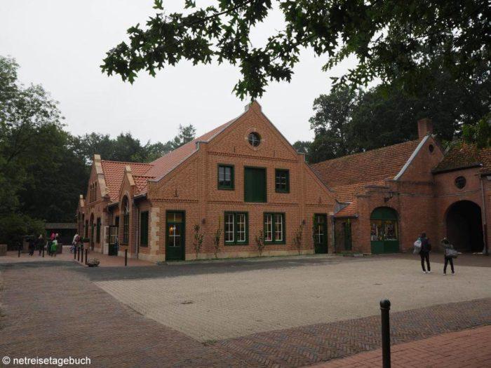 Dankernmarkt und Waschsalon im Schloss Dankern