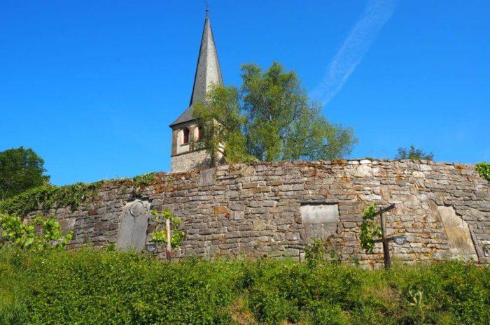 Rundweg Grube 7 und Gruiten: Wald, ein historisches Dorf und die alte Industrie des Kalkabbaus