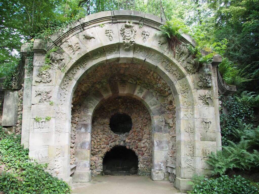 Drachenhöhle in der Eremitage / Bayreuth