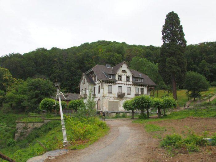 Burghof von Burg Drachenfels