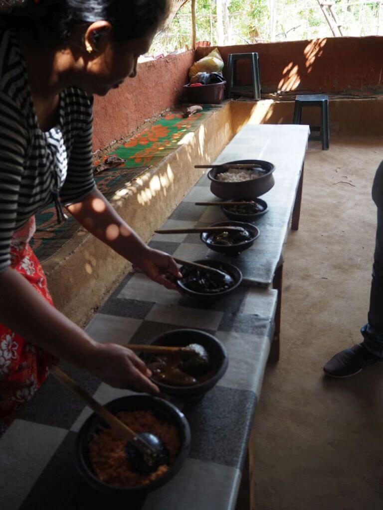 Kochen nach alter Tradition in Sri Lanka
