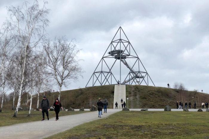 Tetraeder in Bottrop, Schloss Wittringen in Gladbeck und Halden – im Ruhrgebiet wandern